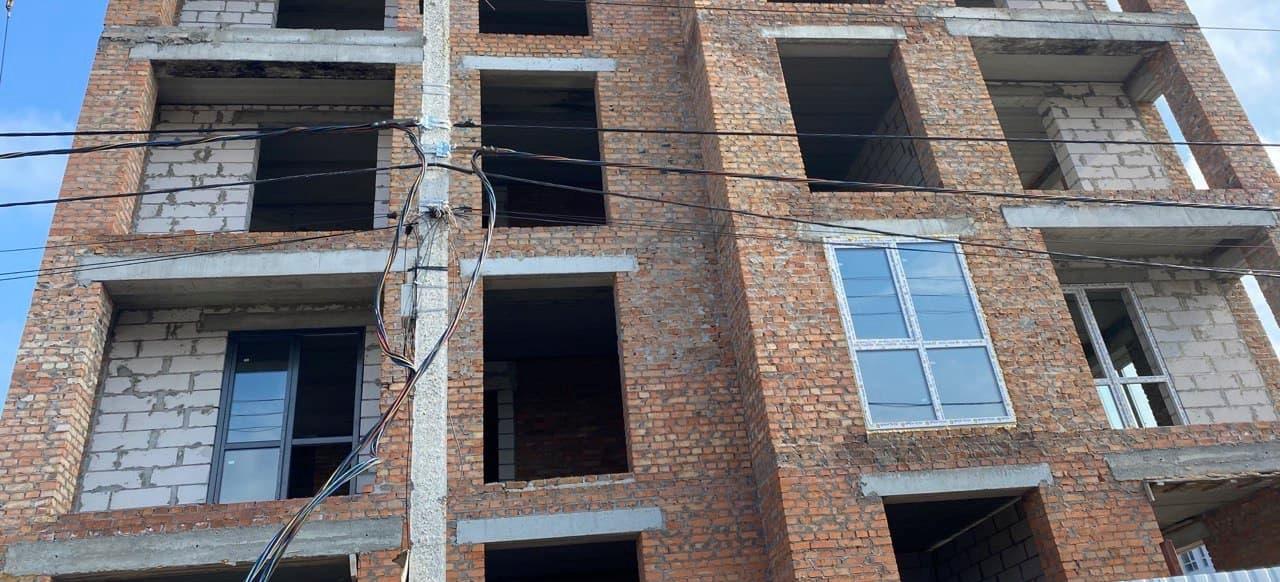 """Дом """"Власна №3"""": продолжается монтаж оконных конструкций на 2 и 3 этажах"""