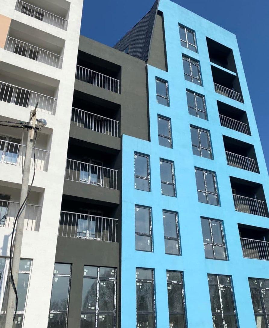 """Дом """"Власна №2"""": заканчивается монтаж ограждений балконов"""
