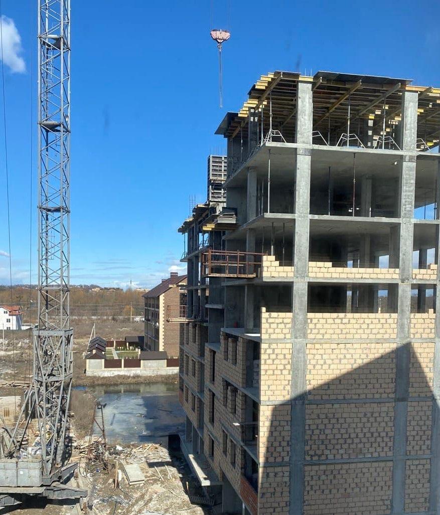 Власна №9: ведется бетонирование перекрытия 8 этажа